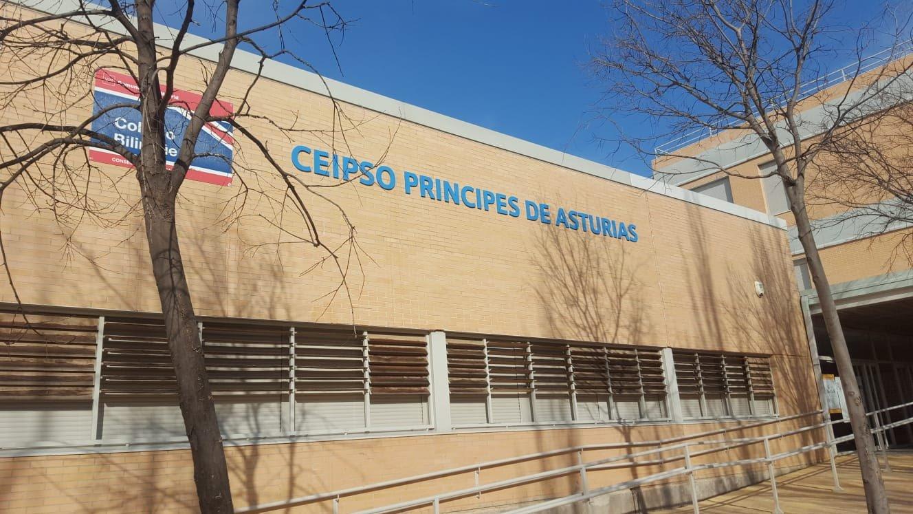 Nuevo letrero del nombre del Colegio